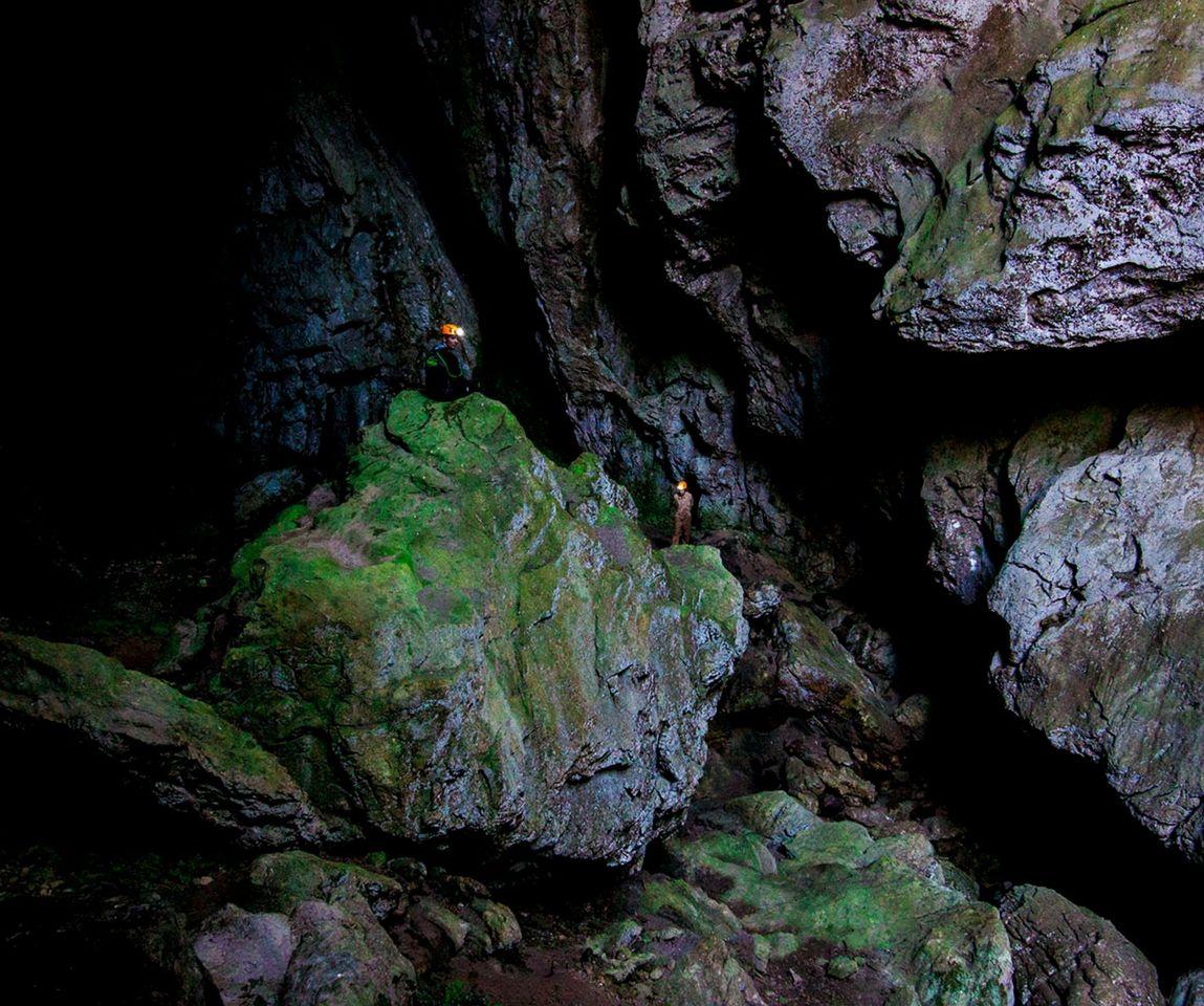 Espeleología en Asturias: cueva del Tinganón
