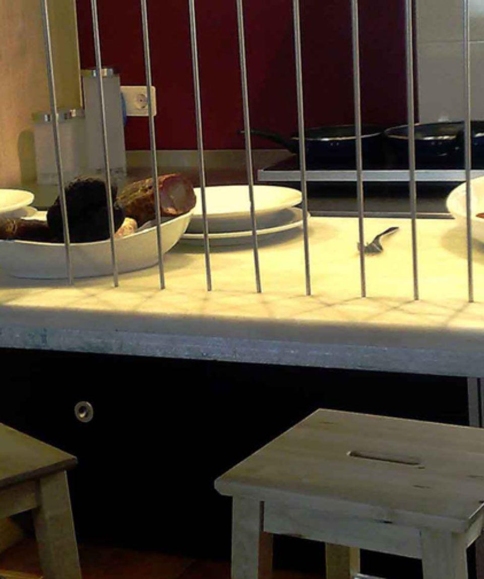 Detalle mesa de marmol parque de Ponga Axtur