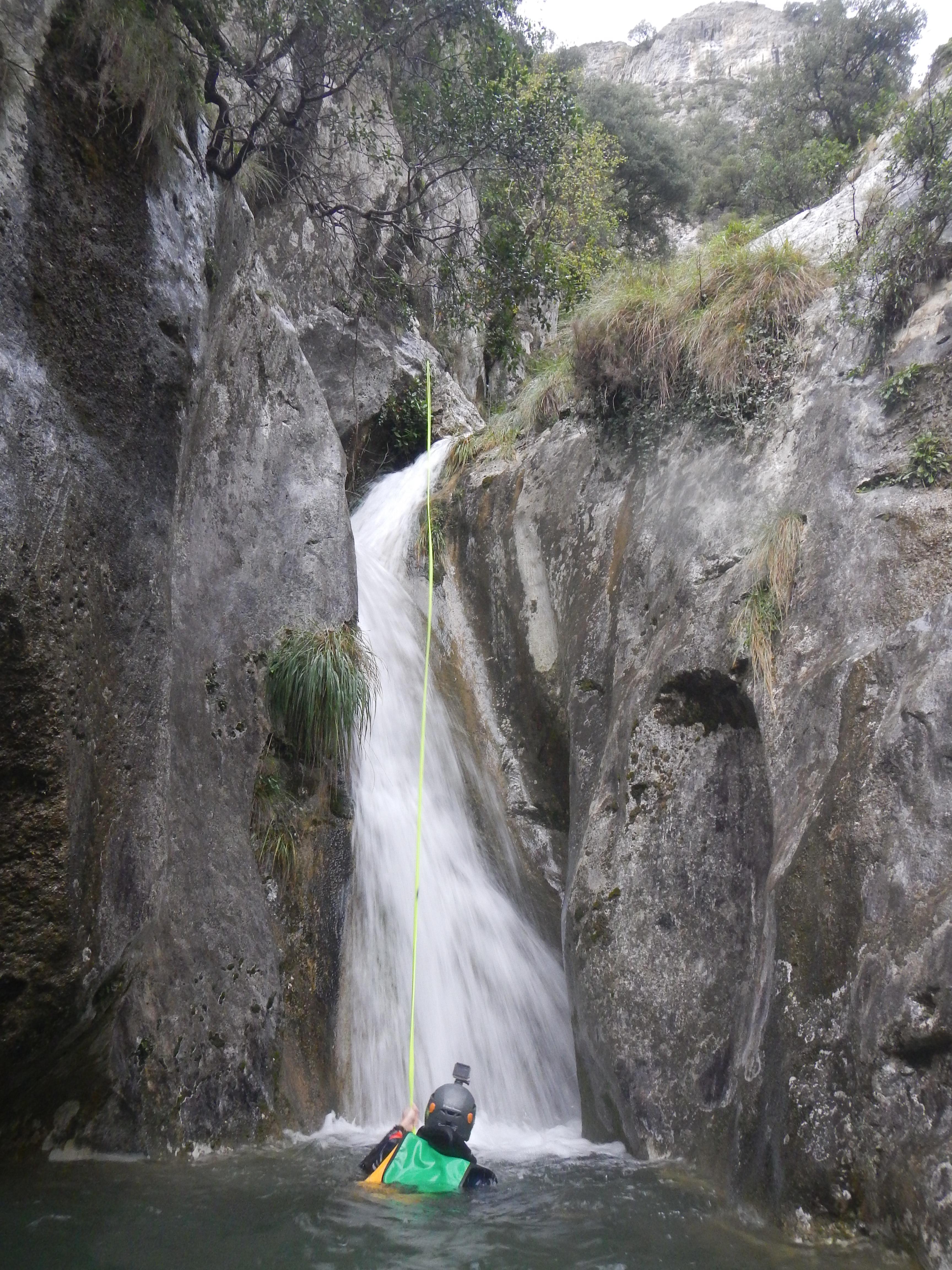 Descenso de cañones y barranquismo en el rio foz de Vau Azones