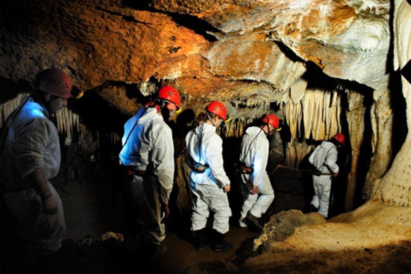 Visita de aventura a la cueva de El Soplao